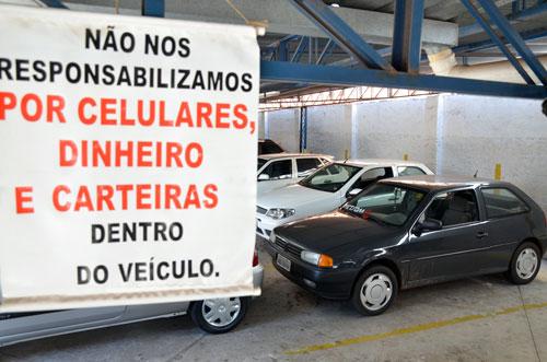 carro-roubado-dentro-estacionamento
